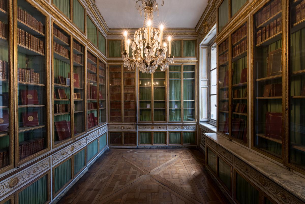 la restauration de la biblioth que de la reine ch teau de versailles. Black Bedroom Furniture Sets. Home Design Ideas