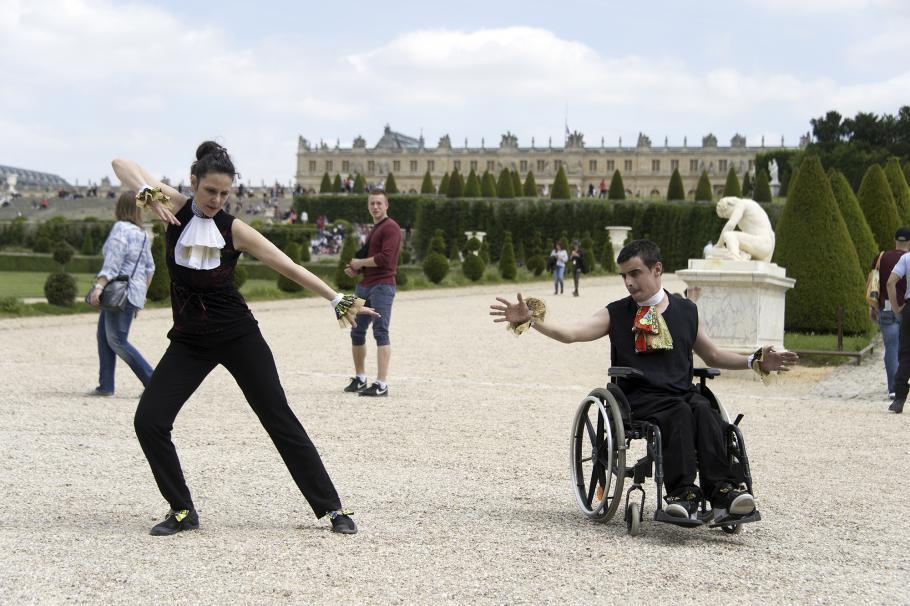 danseurs devant Versailles