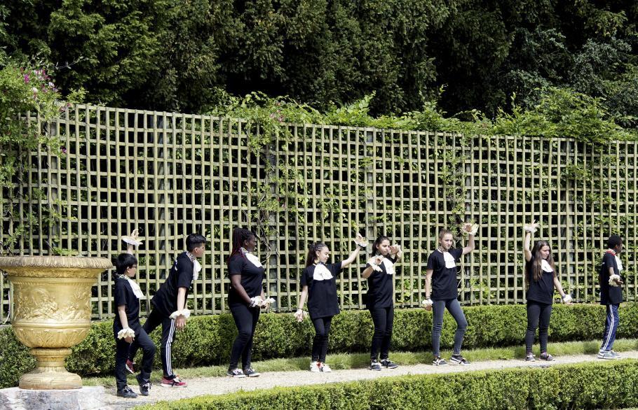 danseurs dans les jardins de versailles