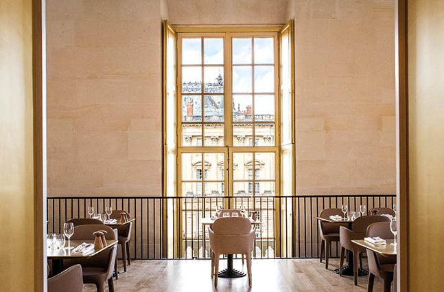 Château de Versailles - Pavillon Dufour Vue_du_restaurant_cpmonetta